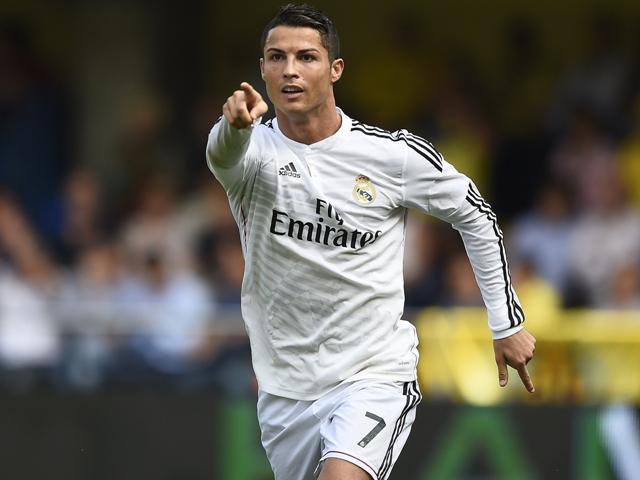 رونالدو يشعل المنافسة مع ميسي على الهداف