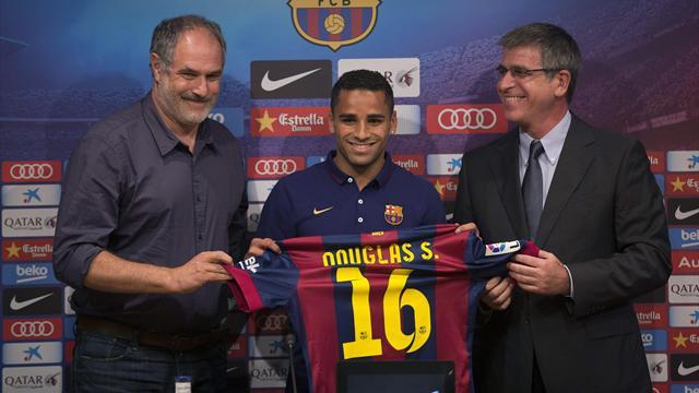 فتح تحقيق في برشلونة بسبب فساد بصفقة دوغلاس