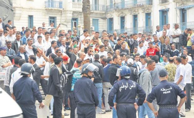 """الجزائر.. طوق أمني مشدد يجهض""""احتجاجات 1 نوفمبر"""""""