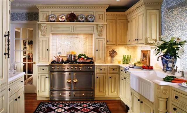 10 أفكار ذكية لتنظيم الأغراض في المطبخ