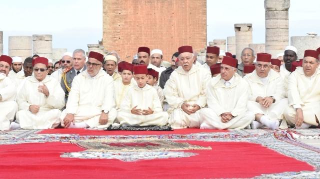 ولي العهد المغربي يحضر إقامة صلاة الاستسقاء بمسجد حسان بالرباط