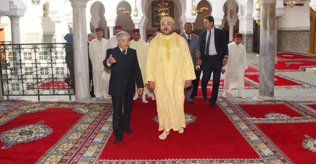 العاهل المغربي يزور ضريح مولاي إدريس الأزهر بفاس بعد إعادة ترميمه