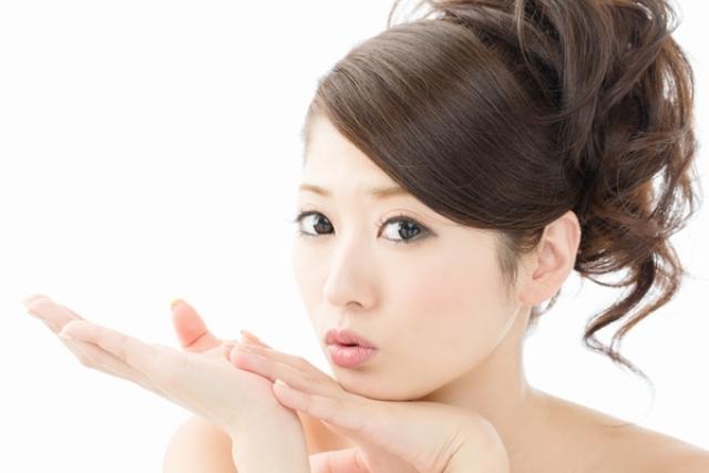 تعلمي كيف تشدي بشرتك على الطريقة الآسيوية