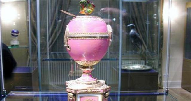 بوتين يهدي متحفاً ساعة بمليار روبل