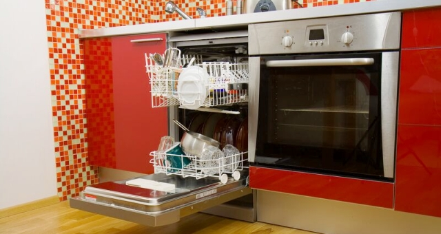سيدة ثرية وراء اختراع «غسالة الأطباق».. تعرف على القصة