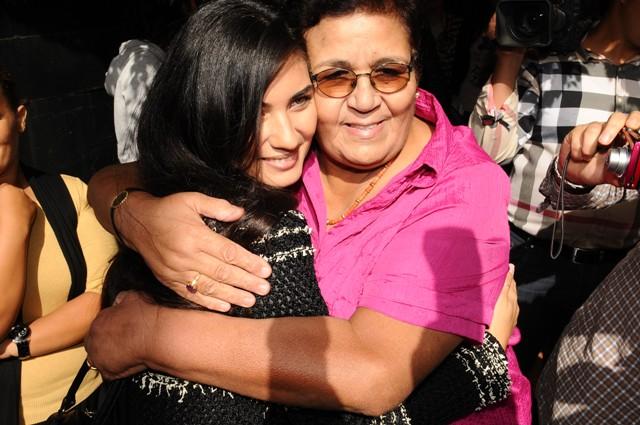 سيدة تسمع دقات قلب ابنتها بعد وفاتها.. صورة