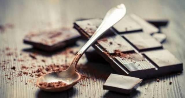 دراسة علمية: صحتك في الشوكولاتة الداكنة
