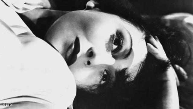 رحيل أول ممثلة تفوز بأوسكار بعامين متتاليين