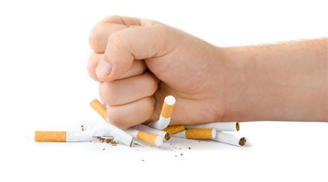 التدخين يسبب السرطان للرجال أكثر من النساء