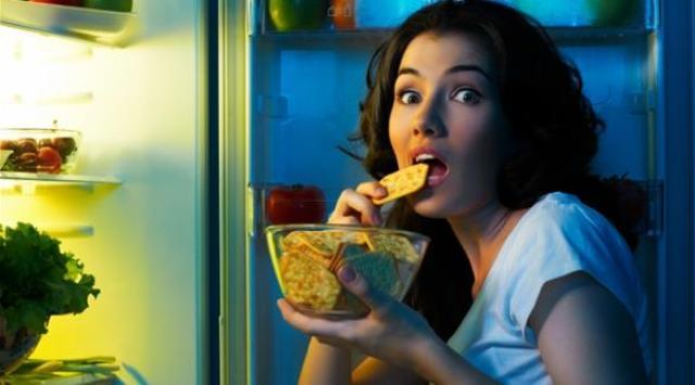 8 أطعمة صحية تجعلك تنام بشكل أفضل