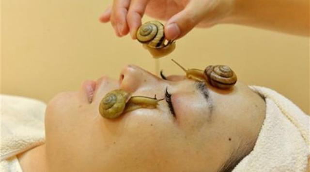 جديد التجميل.. علاج البشرة بالقواقع الحية