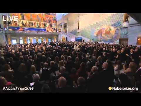 متظاهر مكسيكي يقاطع ملالا أثناء تسلمها جائزة نوبل