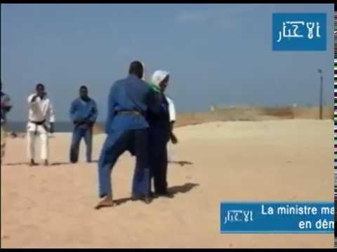 وزيرة موريتانية تمارس الكراطي
