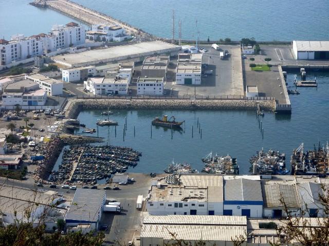 بواخر محملة بالمؤن تستعد للإبحار من أكادير إلى سيدي إفني