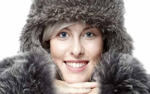 لماذا تشعر المرأة بالبرد أكثر من الرجل