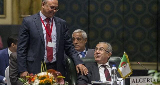 هل تغرد الجزائر خارج السرب بخصوص التدخل العسكري في ليبيا؟
