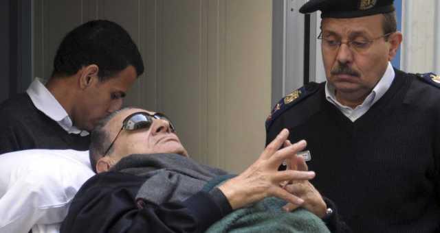 محاكمة مبارك: عاصفة من الاحتجاجات وسيل من النكت