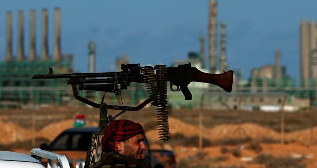 انتقال الصراع إلى الموانئ النفطية يهدد الليبيين في