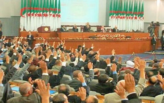 هل يصادق على مشروع الدستور الجزائري رغم مقاطعة المعارضة؟