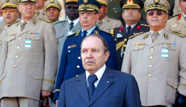 أحزاب المعارضة في الجزائر تدعو الجيش إلى البقاء بعيدا عن التجاذبات السياسية