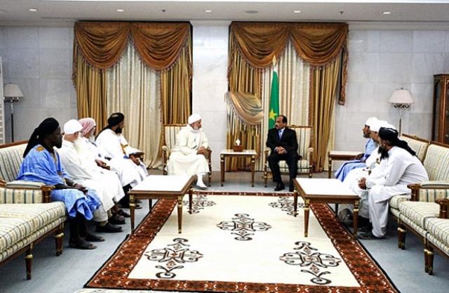 ولد عبد العزيز يستقبل وفدا من الدعاة في قصره