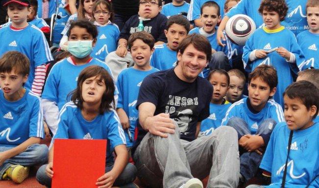 ميسي يتبرع للجزائر بثلاث عيادات طبية متنقلة