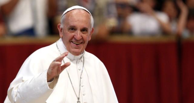 البابا يهاتف لاجئين مسيحيين فارين من