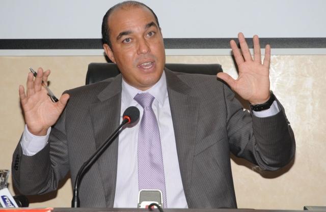 أوزين: مستعد للاستقالة إذا أثبت التحقيق مسؤوليتي في قضية عشب الملعب