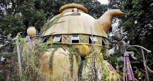 بالصور.. صيني يشيد بيته على شكل إبريق