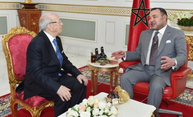 العاهل المغربي يتحادث هاتفيا مع الرئيس التونسي السبسي المنتخب