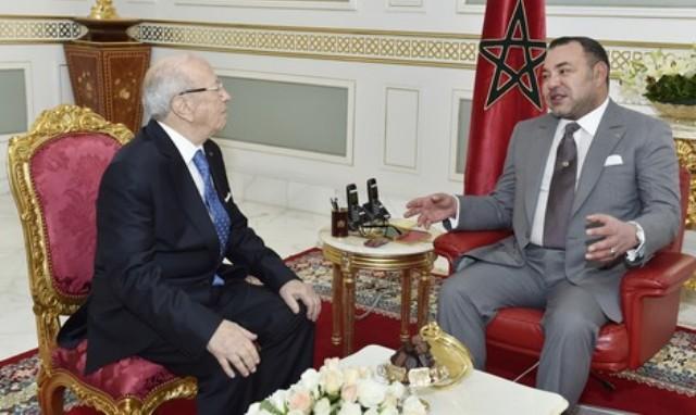 العاهل المغربي يؤكد لقائد السبسي حرصه على تعزيز العلاقات لبناء اتحاد مغاربي قوي