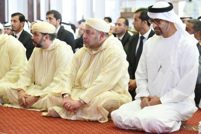 العاهل المغربي يؤدي صلاة الجمعة في أبو ظبي