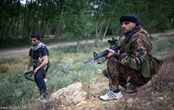 المعارضة تنتزع معسكرين مهمين من الأسد