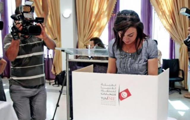 تونس تودع 2014 بإنهاء المرحلة الانتقالية