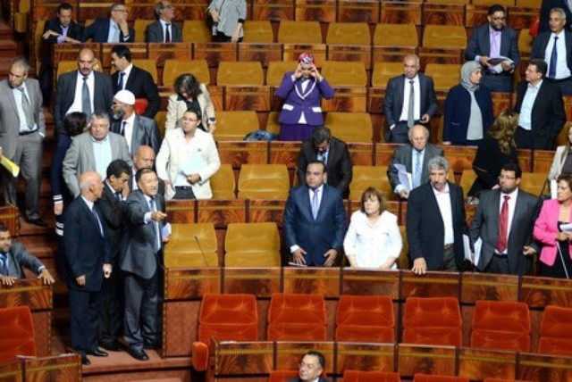 وزير مغربي يعتذر لبرلماني نعته بغير المؤهل لطرح سؤال حول توظيف حملة شواهد