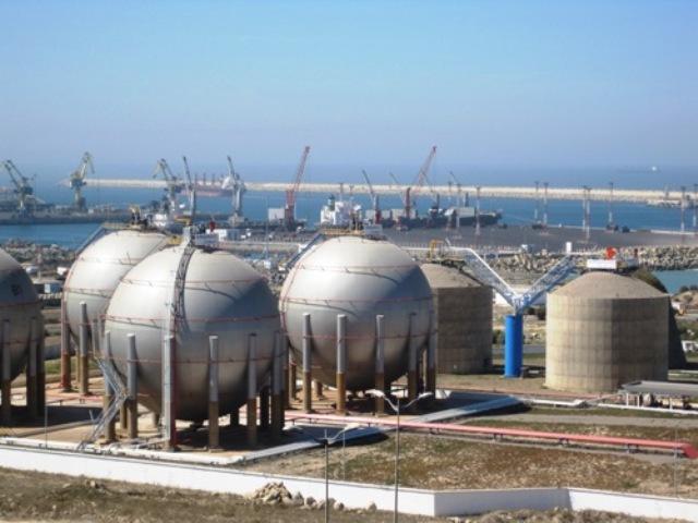 المغرب يعتزم بناء محطة للغاز المسال بالجرف الأصفر