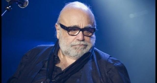 وفاة المغني اليوناني الشهير ديميس روسوس
