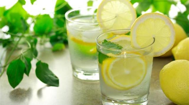 5 أعشاب تضيف نكهة مميزة لأي نوع من المشروبات