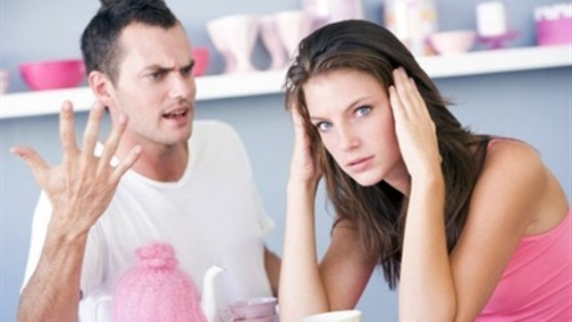 للزوجات .. 7 طرق للتعامل مع زوجك العصبي