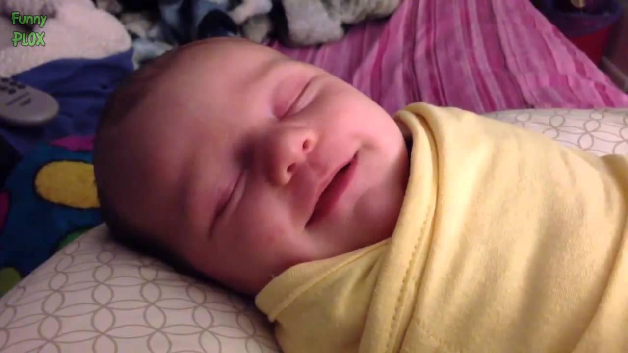 حينما يضحك الأطفال الرضع وهم نيام