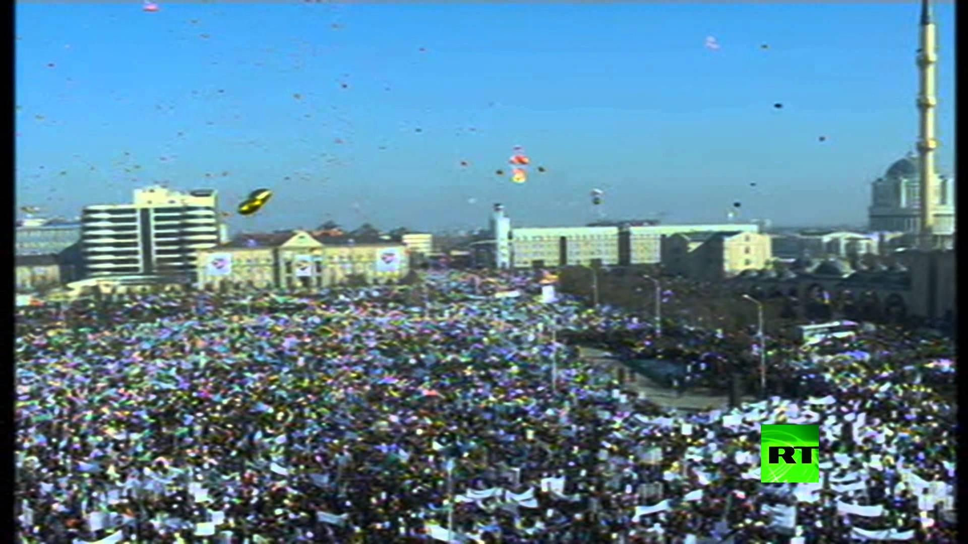 الشيشان تطلق بالون ضخم يحمل اسم النبي