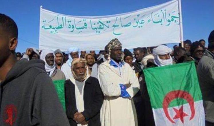 مناهضون ضد استخراج الغاز الصخري يدخلون في اعتصام مفتوح أمام دائرة عين صالح