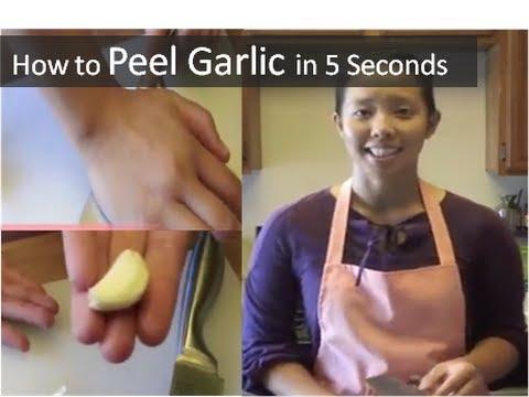 بالفيديو: 5 طرق لتقشير الثوم في ثوانٍ معدودة
