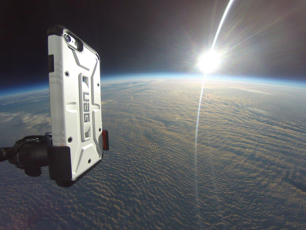 لحظة إلقاء «آيفون 6» من الفضاء