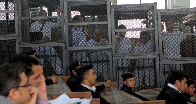 إعادة محاكمة صحفيي الجزيرة المعتقلين في مصر
