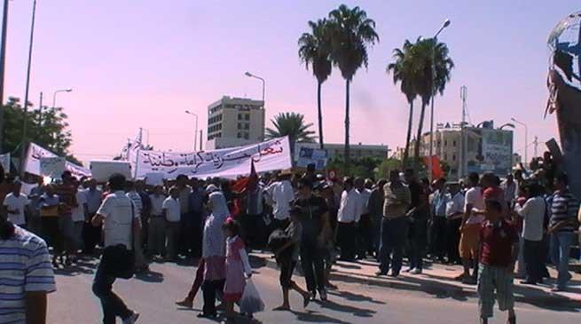 تونس.. مسيرة بالرديف تعطل نشاط