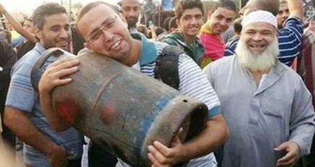 مصري يموت فرحاً.. بأسطوانة غاز