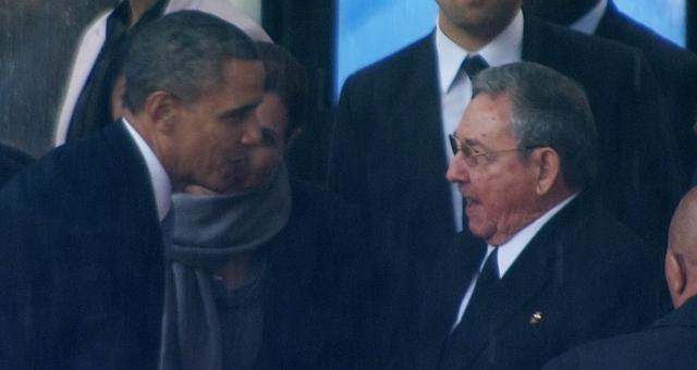 كاسترو يطالب واشنطن بإرجاع غوانتنامو لكوبا
