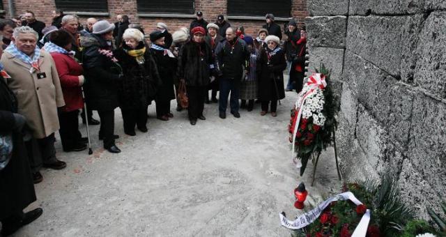 أوروبا تحتفل بذكرى تحرير معتقلي المعسكرات النازية