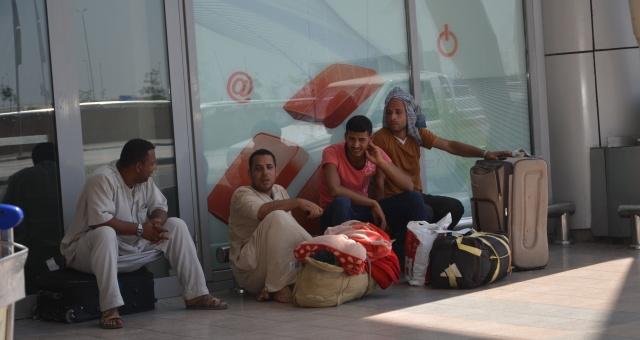 مصر تحذر مواطنيها من السفر إلى ليبيا